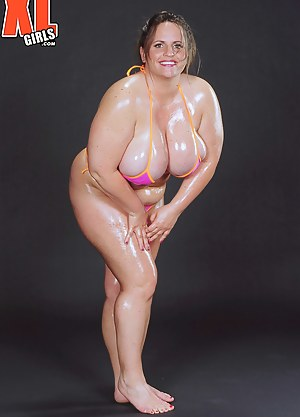 XXX Oiled MILF Galleries