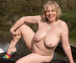 XXX Blonde MILF Galleries