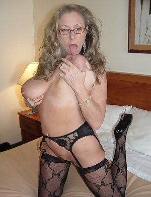 XXX MILF Tongue Galleries