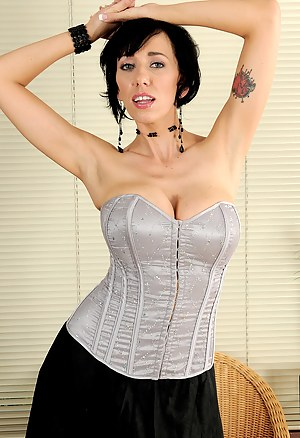 XXX MILF Corset Galleries
