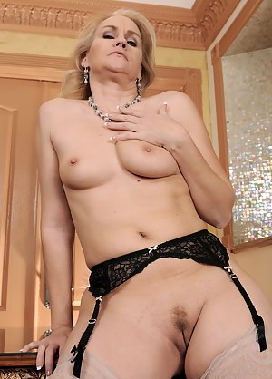 XXX Tight MILF Pussy Galleries