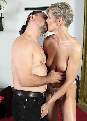 XXX MILF Kissing Galleries