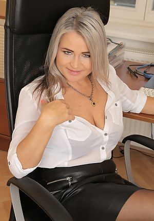 XXX MILF Leather Galleries