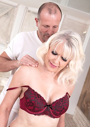 XXX MILF Massage Galleries