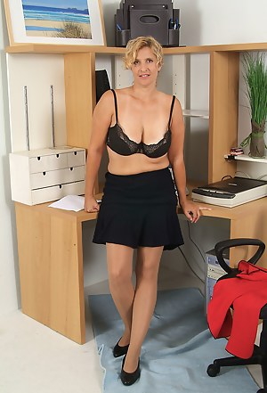 XXX Pantyhose MILF Galleries