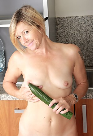 XXX MILF Fetish Galleries