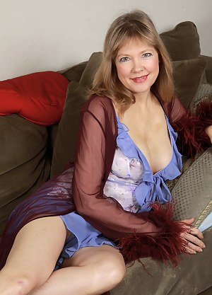 XXX MILF Solo Galleries