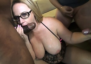 XXX MILF MMF Galleries