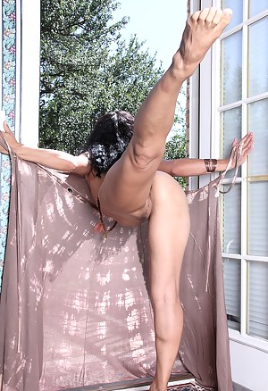 XXX Flexible MILF Galleries