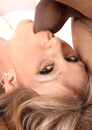 XXX MILF Close Up Galleries