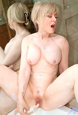 XXX Wet MILF Pussy Galleries