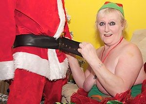 XXX MILF Christmas Galleries