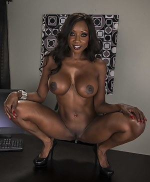 XXX Black MILF Big Tits Galleries