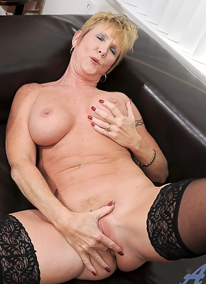 XXX MILF Masturbation Galleries