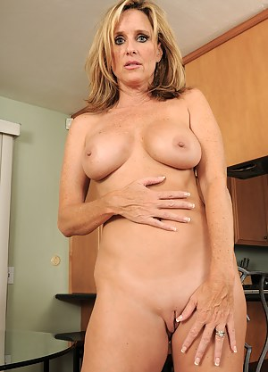 XXX MILF Shaved Pussy Galleries