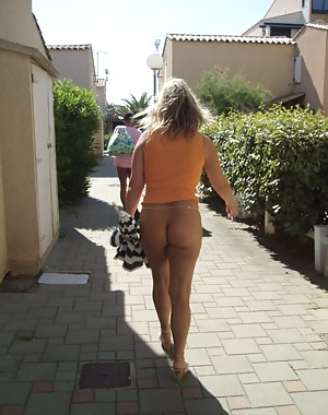XXX MILF Public Galleries