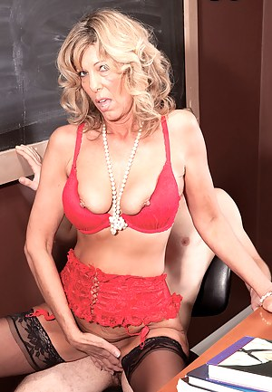 XXX MILF Bra Galleries
