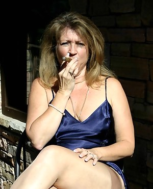 XXX MILF Smoking Galleries