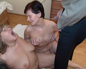 XXX Wet MILF Galleries