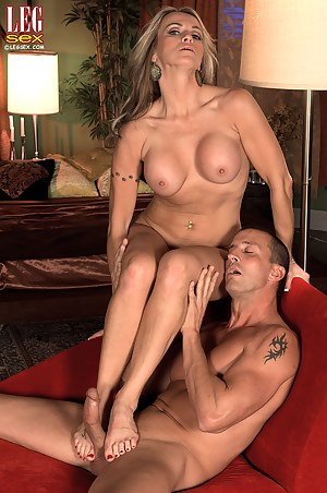 XXX MILF Footjob Galleries