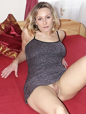 XXX MILF Moms Galleries