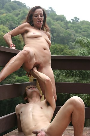 XXX MILF Painful Galleries
