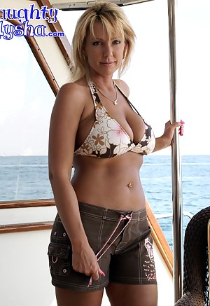 XXX MILF Boat Galleries