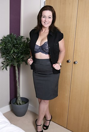 XXX MILF Skirt Galleries