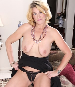 XXX Saggy Tits MILF Galleries