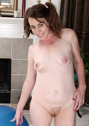 XXX MILF Pigtails Galleries