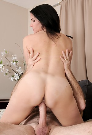 XXX MILF Hardcore Galleries