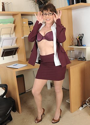 XXX MILF Secretary Galleries