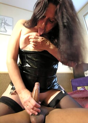 XXX MILF Handjob Galleries