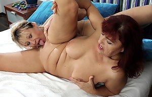 XXX Lesbian MILF Galleries